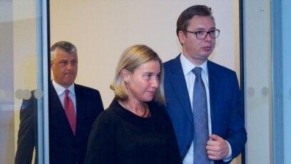 Briselski dijalog jedan od uslova za evropske integracije: Hašim Tači, Federika Mogerini i Aleksandar Vučić, Brisel, avgust 2017.
