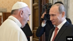 Pope Francis and Russian President Vladimir Putin at a previous Vatican meeting in 2015