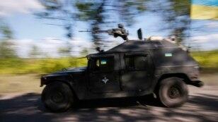 Український броньований автомобіль в Краматорську