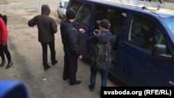 Автомобіль, в якому затриманих везли до управління міліції, Мінськ, 24 березня 2017 року