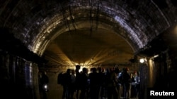 Год назад журналисты посетили туннель, в районе, где «может находиться» поезд