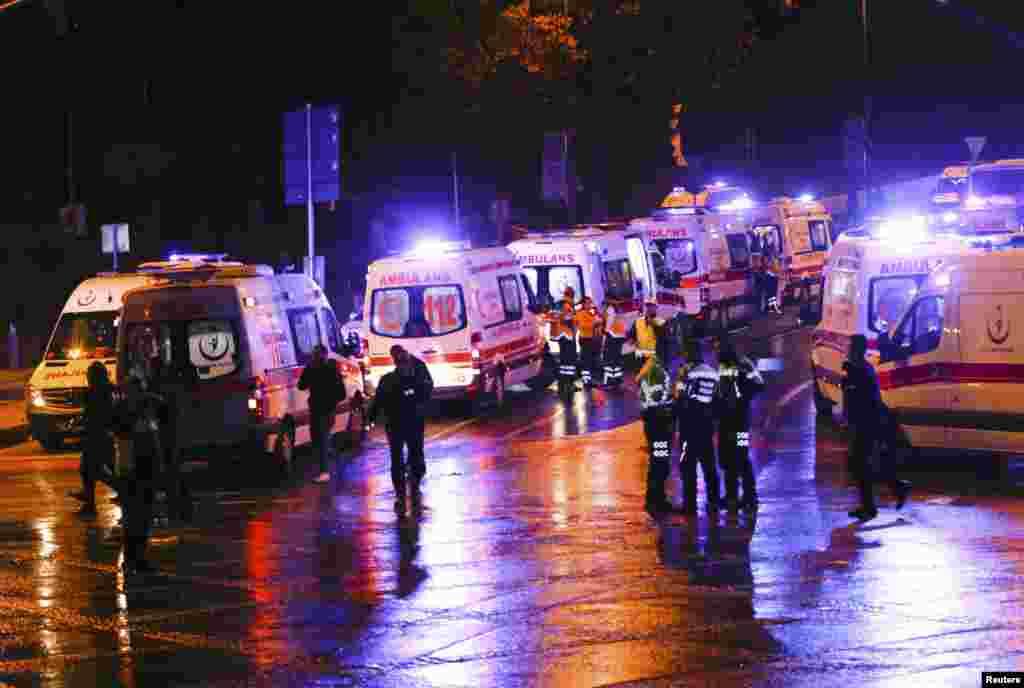 Түркия көлік министрі Ахмет Арслан Twitter әлеуметтік желісіндегі жазбасында Стамбулдағы жарылыстарды «теракт» деп атаған.