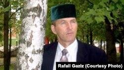 """Рафаил Газизов: """"Туган илеңдә туган телең өчен көрәшергә туры килә"""""""