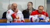 Аляксандар Лукашэнка і Ўладзімір Пуцін падчас таварыскага хакейнага матча ў Сочы, 7 лютага 2020