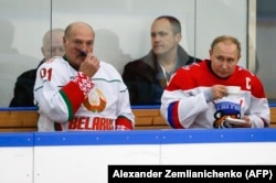 Президент Росії Володимир Путін і президент Білорусі Олександр Лукашенко під час товариського хокейного матчу у Сочі. 7 лютого 2020 року