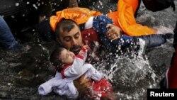 Сирійські біженці, врятовані в Егейському морі, архівне фото