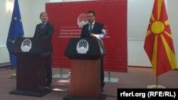 Прес-конференција на еврокомесарот Јоханес Хан и премиерот Зоран Заев во Скопје