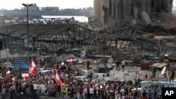 Разрушенные строения в порту Бейрута.