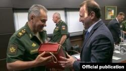 Министр обороны России Сергей Шойгу и министр обороны Армении Давид Тоноян (архив)
