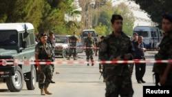 Оцепление на месте взрывов в селении Аль-Каа в Ливане, 27 июня 2016 года.