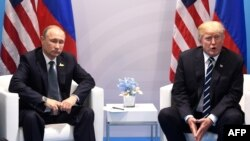 Орус президенти Владимир Путин жана АКШ президенти Дональд Трамп, Гамбург шаары, 7-июль 2017-жыл.