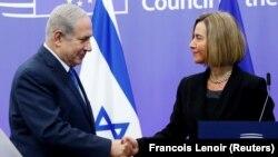 Kryeministri izraelit, Benjamin Netanyahu (majtas) dhe shefja për Politikë të Jashtme dhe Siguri, Federica Mogherini (djathtas), gjatë takimit të sotëm në Bruksel
