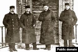 Сулдан: Сеитджелил Хаттатов, Асан Айвазов, Номан Челебиджихан, Джафер Сейдамет