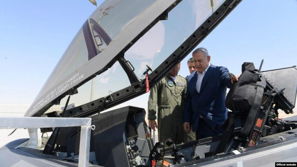 بنیامین نتانیاهو بالای یک فروند جنگنده رادار گریز اف-۳۵