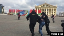 Задержание протестующего в Минске