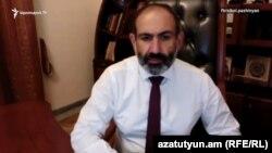 Премьер-министр Армении Никол Пашинян в прямом эфире отвечает на вопросы пользователей Facebook, Ереван, 25 июня 2018 г.