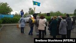 Санкционированный митинг жителей Астаны, у которых забирают землю под государственные нужды. 21 мая 2014 года.