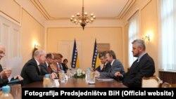 Njemački ministar Christian Schmidt tokom razgovora sa predsjedavajućim Predsjedništva BiH Bakirom Izetbegovićem