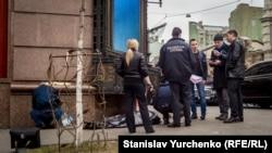 Слідчі на місці вбивства Дениса Вороненкова в Києві, 23 березня 2017 року