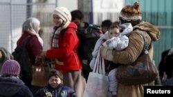 Мигранты и беженцы на границе Македонии и Сербии. 2 февраля 2016 года.