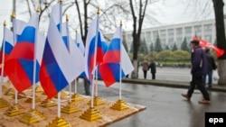 Drapele ruseşti în faţa guvernului din Chişinău