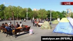Ermənistan Armenia -- Protesters camp out in a Yerevan square in sign of protest, Yerevan, 15Apr2018