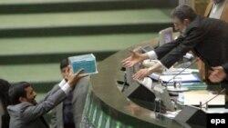 بودجه ای که قرار بود در پنجا ه صفحه ارايه شود، در شش صد صفحه به مجلس داده شد