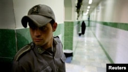 A prison guard stands along a corridor in Tehran's Evin prison. (file photo)