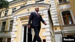 Сергей Собянин у здания московского горизбиркома
