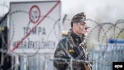 Илустрација - Унгарски полициајци патролираат на границата со Србија. 06.04.2017