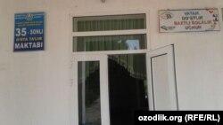 Вход в здание школы №35 в Китабском районе Кашкадарьинской области.