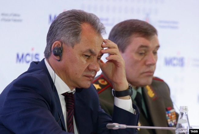 Russian Defense Minister Sergei Shoigu (left) and armed forces Chief of Staff Valery Gerasimov (file photo)