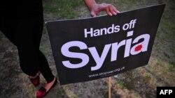 Gjatë një proteste në Angli, kundër ndërhyrjes në Siri...