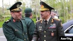 Azərbaycanın müdafiə naziri Zakir Həsənov (sağ) İranda,16 aprel 2017