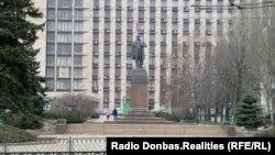Пам'ятник Тарасу Шевченку в Донецьку, лютий 2020 року