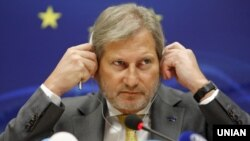 Ukraine -- EU Commissioner for European Neighborhood Policy and negotiations on expanding Johannes Hahn during a press conference in Kiev. April 21, 2016