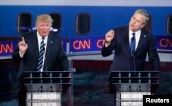 Дональд Трамп и Джеб Буш дискутируют во время дебатов