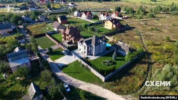 Будинок дружини прокурора ГПУ Олександра Амплеєва під Києвом