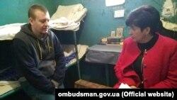 Валерія Лутковська спілкується в СІЗО у Старобільську із російським військовим Віктором Агєєвим, 6 жовтня 2017 року