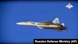 گروههای مخالف بشار اسد میگویند حملات روز یکشنبه توسط جنگندههای روسیه انجام شده است.
