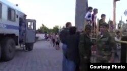 Ukraine - На День России в Симферополь пригнали автозаки и ОМОН 12June2014