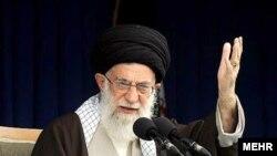 علی خامنهای در دورهی ۲۲ سالهی رهبری خود تاکنون با سه رییس دولت کار کرده و هم در فرايند انتخاب اين افراد و هم در کار با آنها دچار مشکل و چالش شده است.