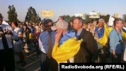 Сергій Тарута (ліворуч) на проукраїнському мітингу в Маріуполі, 4 вересня 2014 року