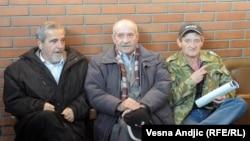 Neki od optuženih jataka Ratka Mladića ispred sudnice u decembru 2010,