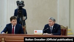 Сапар Исаков менен Алмазбек Атамбаев.
