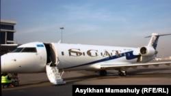 Самолет авиакомпании SCAT на аэродроме. Иллюстративное фото.