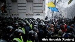 Ukraine - Police officers block supporters of Mikheil Saakashvili, Kyiv, 10Dec2017