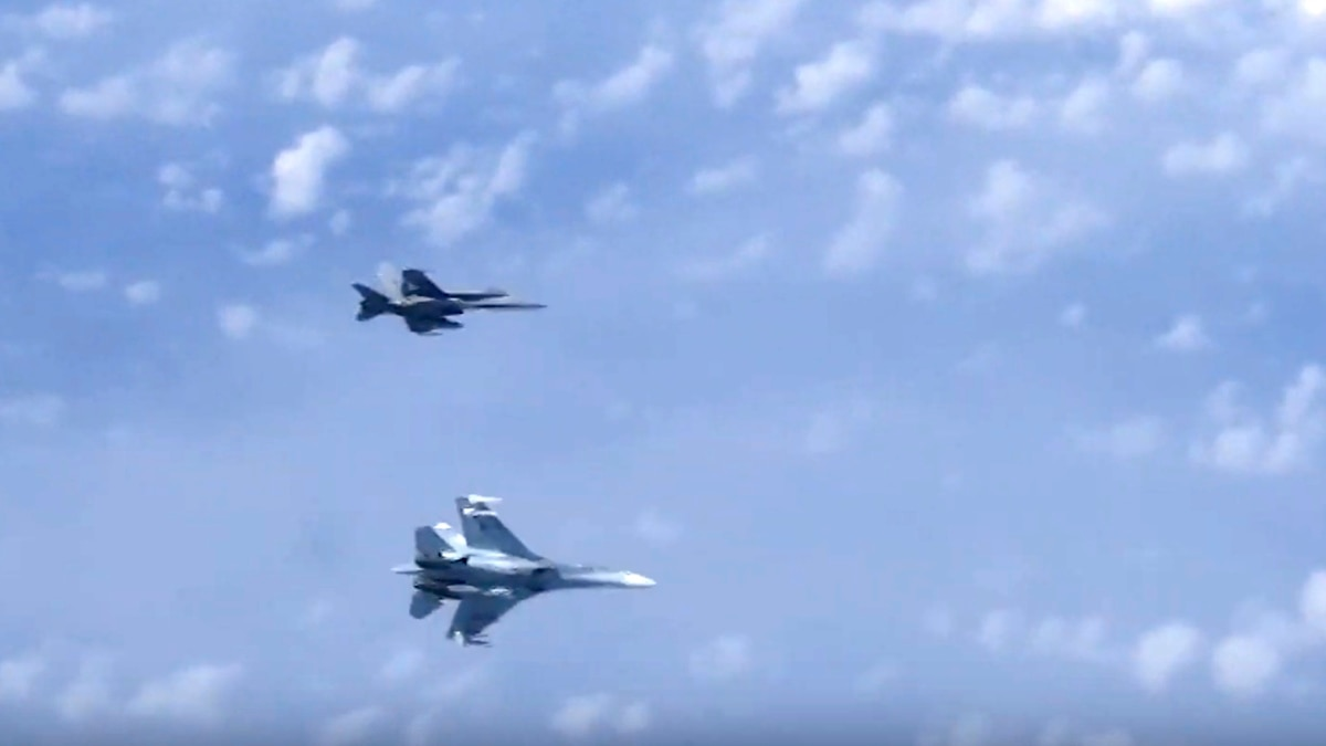 Nato Says Russian Su 27 Escort Jets Had No Flight Plans Turned Off Transponders