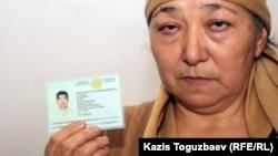Алмагуль Кушерова - мать 32-летнего Джанабергена Кушерова, застреленного полицейскими в дни декабрьских событий в Жанаозене. 16 февраля 2012 года.