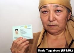 Алмагуль Кушерова, мать 32-летнего Джанабергена Кушерова, застреленного в дни декабрьских событий в Жанаозене. Поселок Тенге Мангистауской области, 16 февраля 2012 года.